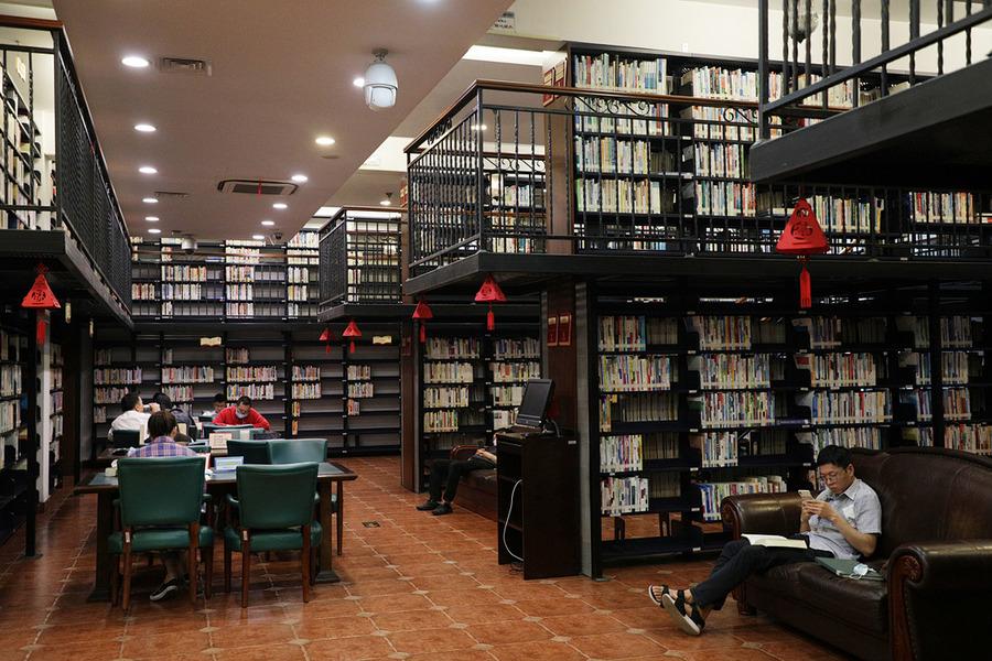 文二配图:杭州图书馆生活主题分馆内景.jpg